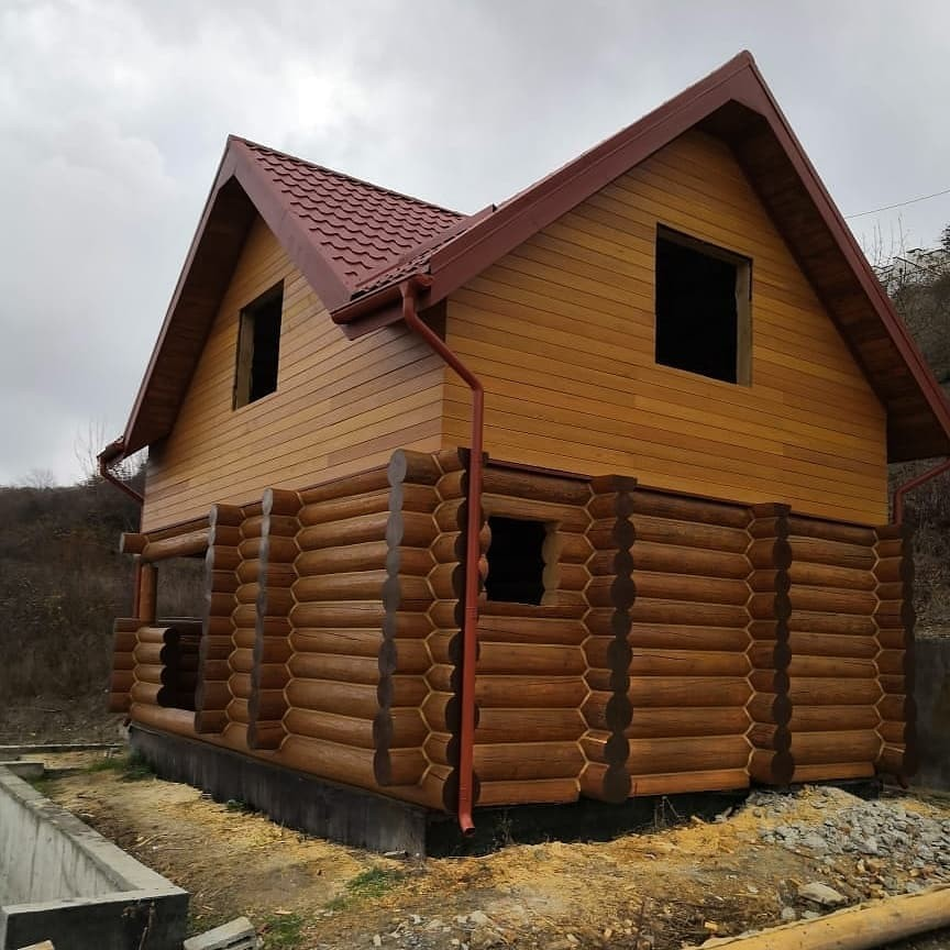 Дом в Абрау Дюрсо из бревна ручной рубки